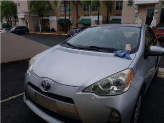 Prius C 2012 set alfombra tela $35 pesitos, Puerto Rico