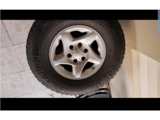 Aros 16 Toyota 6 rotos con gomas buenas, Puerto Rico
