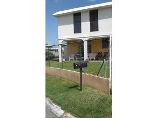 Casa 2 niveles 2da. sección en Levittown $112
