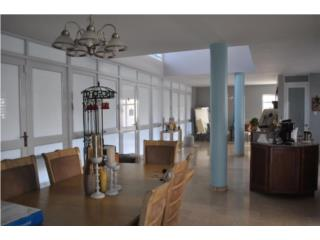 Comoda Residencia 2 niveles,Urb.Garden Hills