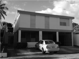 Levittown Venta casa 2 niveles/4 aptos $135K