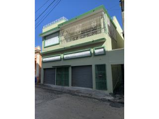 Edificio con 2 residencias en calle Georgetti