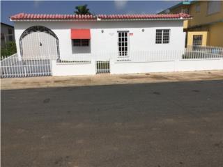 Casa en urbanización 5 cuartos/3 baños $110k