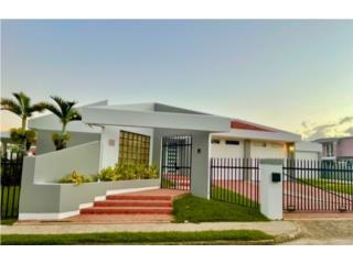 Preciosa Casa en Navarro, Gurabo con hangar!