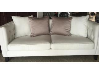 Sofa blanco de Koper!, Puerto Rico