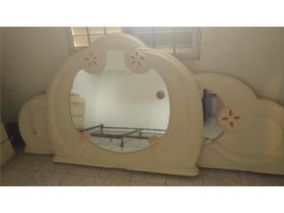 Se vende preciosa cama con frame y mesitas, Puerto Rico