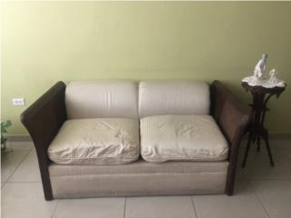 Sofa tipo love seat en excelentes condiciones, Puerto Rico