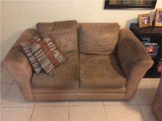 Loveseat en buen estado. Regalo sofa., Puerto Rico