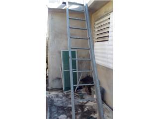 Escalera de metal muy estable, Puerto Rico
