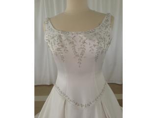 bello traje de novia perla bordado plata , Puerto Rico