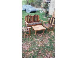 Set de asientos en madera y mesa de centro, Puerto Rico