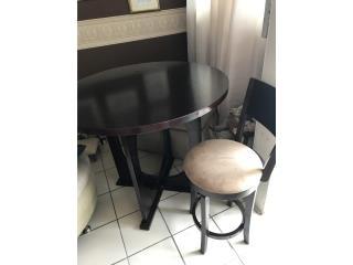 Mesa y 3 sillas, Puerto Rico