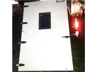 Vendo 2 puertas de walking cooler, Puerto Rico