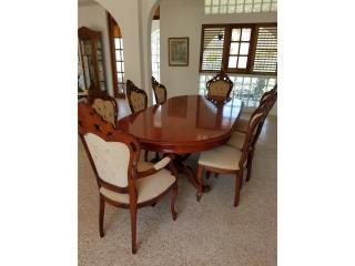 Mesa Victoriana y 8 sillas, Puerto Rico