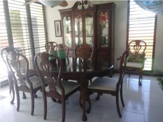 Juego comedor/8 sillas y chinero/todo madera, Puerto Rico