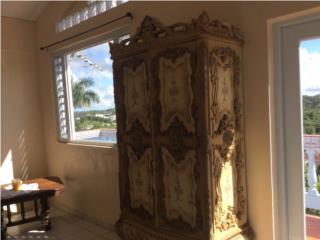 Mueble Italiano bien tallado, Puerto Rico