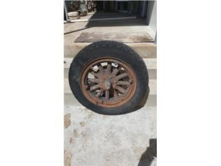 rueda antigua de camión , Puerto Rico