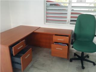 escritorio casi nuevo con silla, Puerto Rico