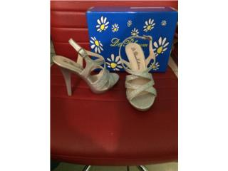 Blossom Collection Shoes in Size 6 $20  , Puerto Rico