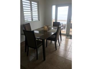 Mesa con cuatro Sillas, Puerto Rico