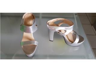 Zapatos Plateados sin usar, Puerto Rico