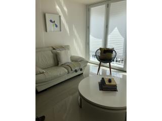 Sofa de cuero blanco + Mesa