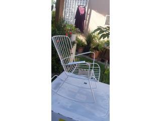 1 mecedora en hierro sólido blanca 35$ Caguas, Puerto Rico