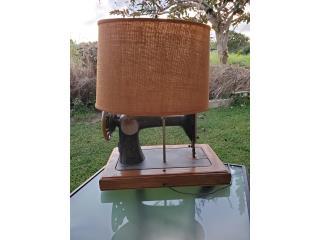 Hermosa lámpara antigua singer de coser , Puerto Rico