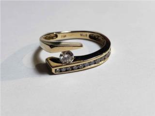Sortija de oro 14kt con diamantes size 7 1/2, Puerto Rico