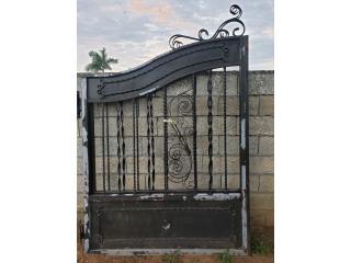 Portón en metal ornamental , Puerto Rico