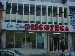 Comercial, Calle Cerra Santurce