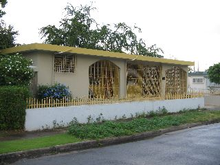 Frente Colegio D Mayagüez, buenos ingresos