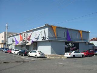 Edificio con Parking, Discoteca, Ave. Kennedy