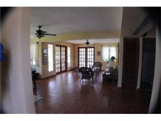 Tropical 3 Bedroom  in Lakeside Villas