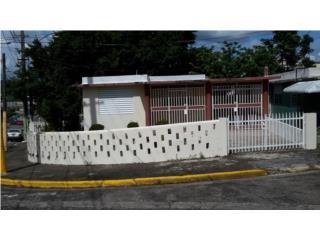 pueblo en yabucoa PR frente casa alcardia