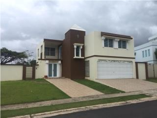 Espaciosa Casa en Elegante Urbanización