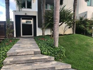 Casa remodelada en Villa De Playa 1,800.00