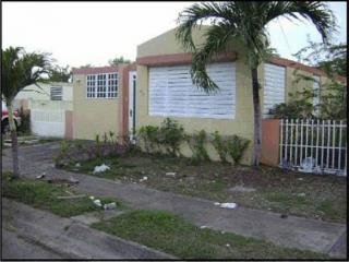 Urb Villas del Coqui 5-A Calle 4