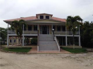 Hermosa residencia en la bahia de Salinas