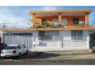 Urb. Altamesa, Casa con 5 aptos.