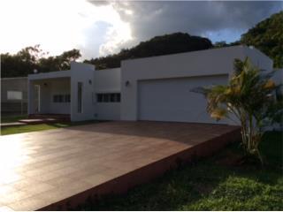 3 habitaciones, 3 baños, 1,100 m/c de solar.