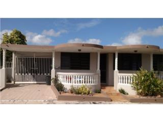 C�moda y Amplia Propiedad en Urb. Villa Carolina