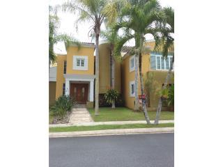 Parque Forestal casa custom 3H, 3B San Juan