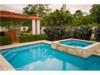 Casa con Piscina y Gazebo - Arecibo