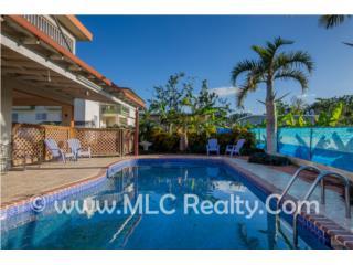 Casa con piscina en excelente vecindario!