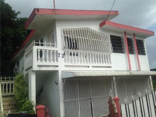 Casa cerca de la plaza de dos plantas.