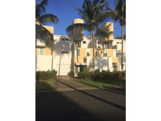 Villa de Golf, 4H/4.5B, $259K