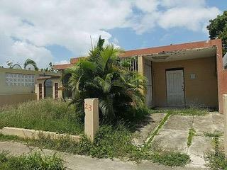Urb San Antonio Casa 3H/1B