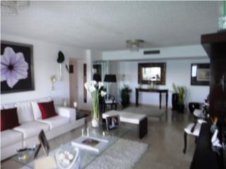 Surfside Mansions 1302 en el Corazon de Isla Verde
