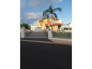 Casa de 4 habitaciones  en el barrio el Ceiba